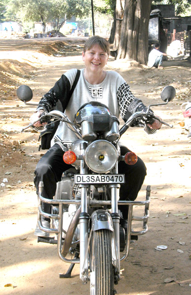 Basia_Kruszewska_on_motorcycle_in_India