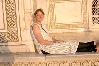 Basia at Taj Mahal 0328