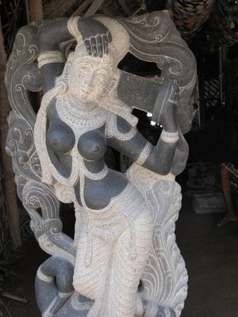 White_statue_2004_0833