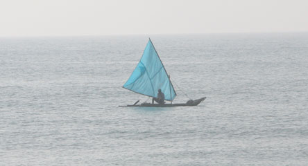 Beach_bluesailboat_2004_075