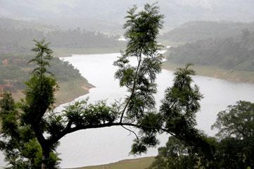Kerala_lake_1984