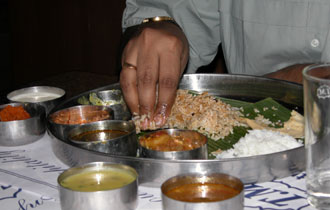 Eating-with-hands_00460