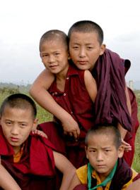 Tibet_grouphug_2577