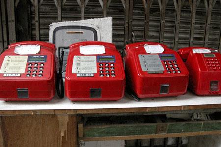 Red_phones_2006-11-6422