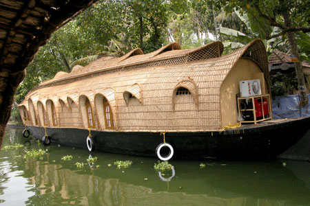 Kerala_fancyboat_2006-01-00
