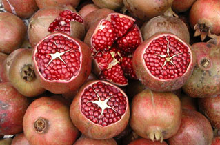 Red_pomegranates_2003-00870