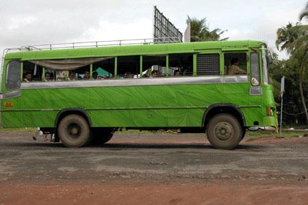 Green_bus_2006-09-3956