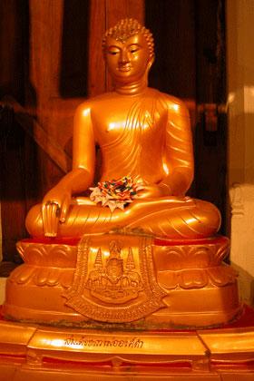 Gold_buddha_2005-04-2669