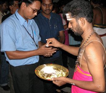 Pooja_2006-09-4213