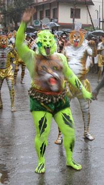 Green_pullikali_2006-09-353