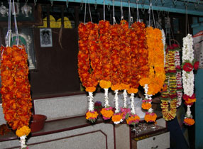 Orange_flowerwreaths_2004-3